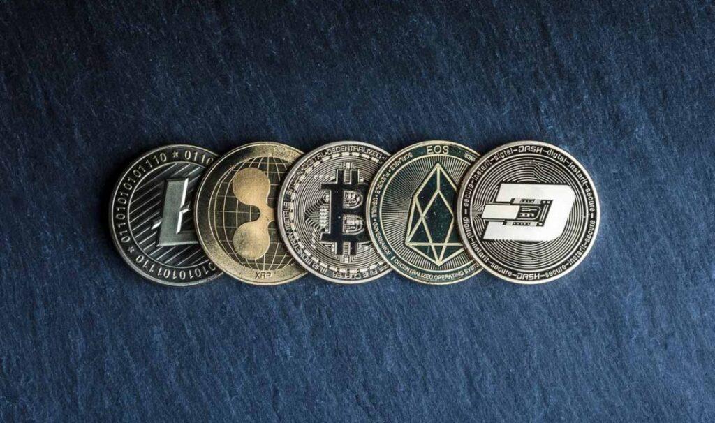 bitcoin altcoin 1 1132x670 1